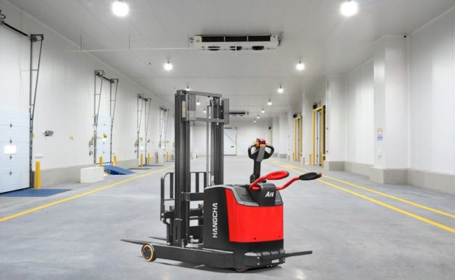 Pallet stacker with mast move.1