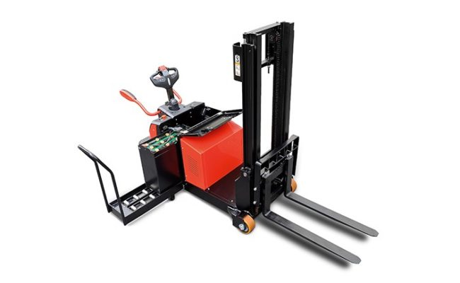 A series electric counterbalanced stacker.4